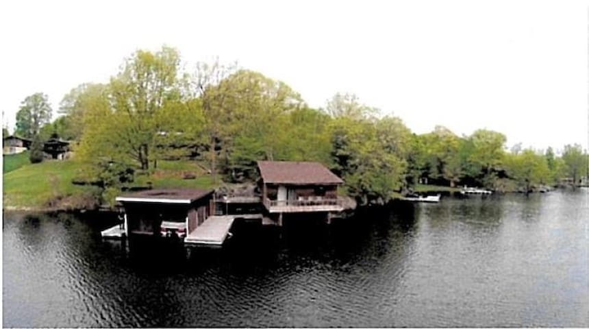"Rideauwood Properties ""The Boathouse"" - Lyndhurst - Zomerhuis/Cottage"