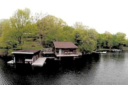 "Rideauwood Properties ""The Boathouse"" - Lyndhurst - กระท่อม"