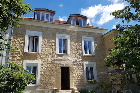 Villa Camus near the Marne and Paris
