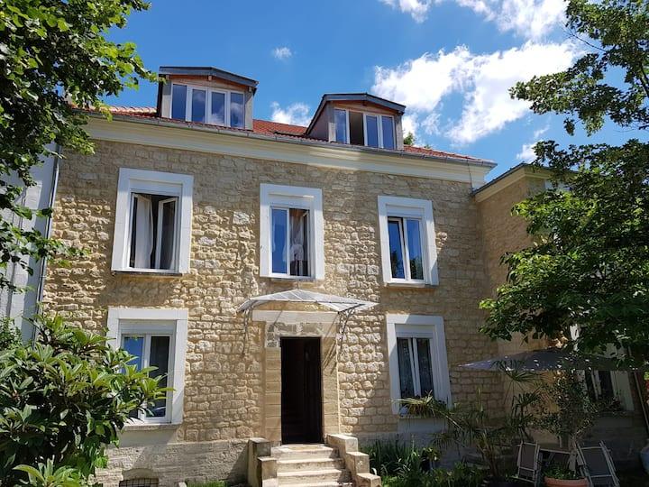 Villa Camus near the Marne and Paris