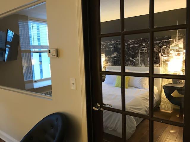 Modern, Elegant, Trendy Apartment