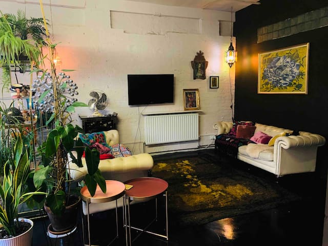 Bohemian Converted 2 Bedroom  Warehouse in Hackney