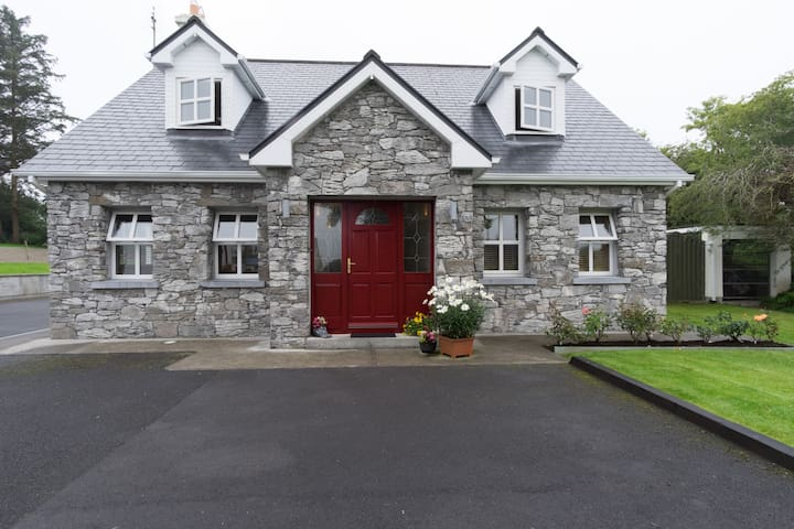 Large double room-Ensuite Sleeps 3 - Moycullen - Ház