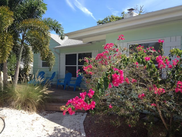 Lido Key Beach Cottage with Private Pool