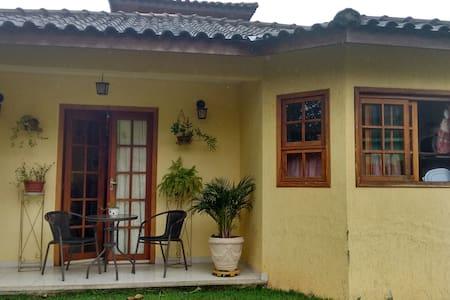 Casa Amarela - Aldeia Velha - Hus