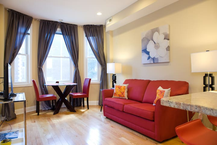 """Adams Morgan apartment w/parking (""""The Red Suite"""")"""