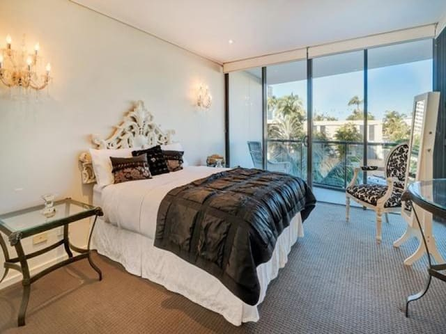 Private suite / queen bed / own bathroom / tv/wifi - Surfers Paradise - Apartamento