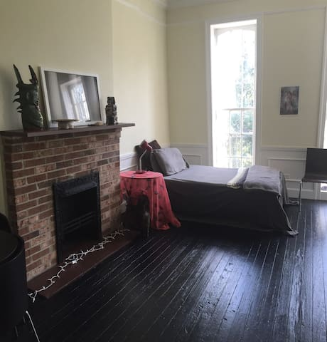 Quiet Space for Solo Travelers! In heart of dt.