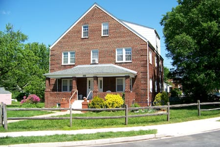 The Brick House on Natoli Place - Riverdale Park