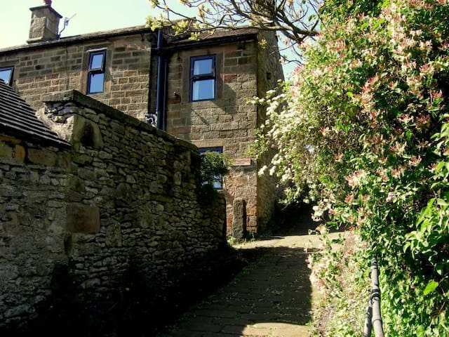 Cosy cottage in the heart of the Peak District
