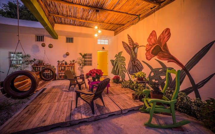 Ts´unu´um COLIBRÍ, Suite Verde en Centro d Bacalar