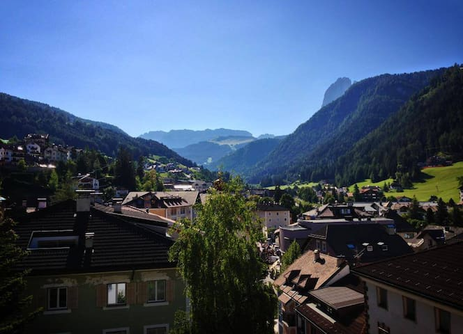Apartment with a fabulous view on the Dolomites - Ortisei - Leilighet