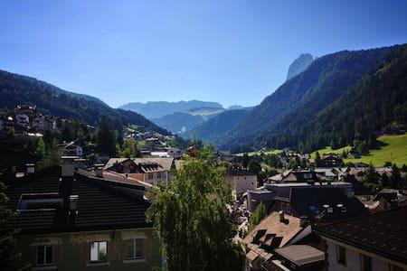 Appartamento con una favolosa vista sulle Dolomiti - Ortisei