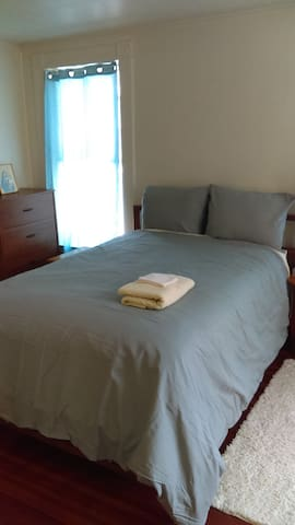 Female only: simple, spacious room in heart of VT