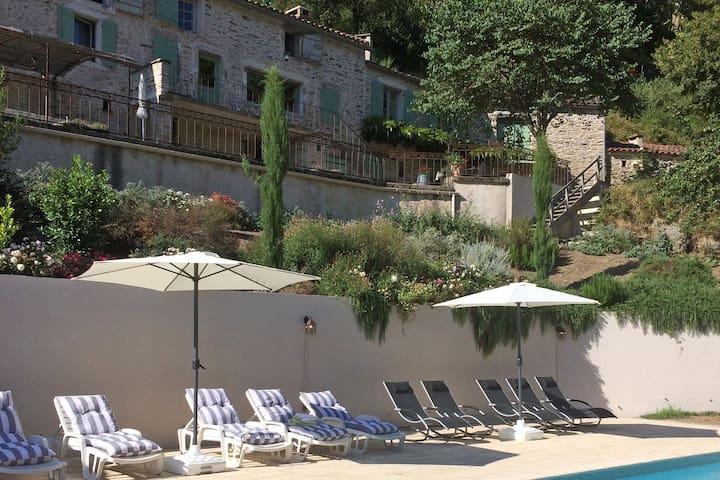 Villa di lusso a Courniou con piscina privata
