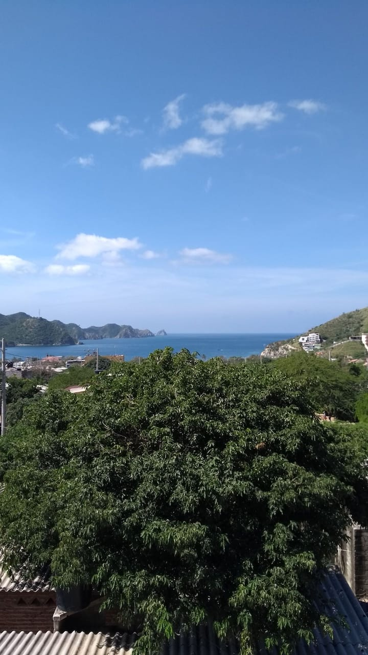 Nice Two bedroom apartment Seaview, terrace, wifi.