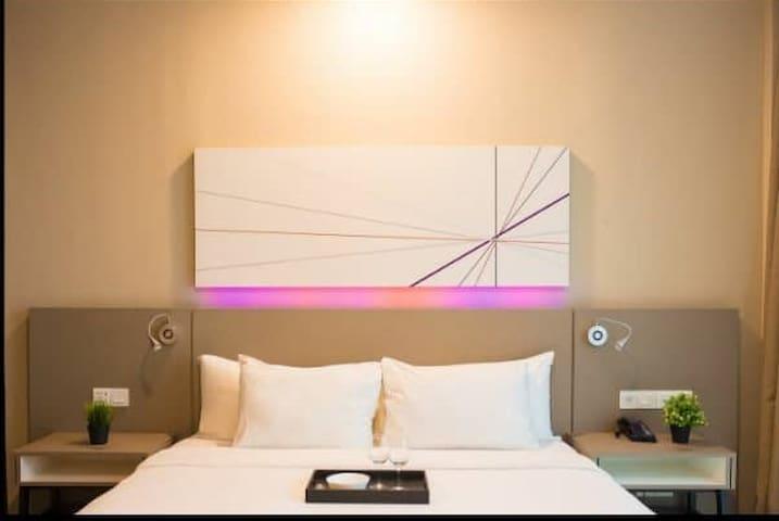 Comfy Hotel(Wifi, Astro, Firework spot) Near ikea