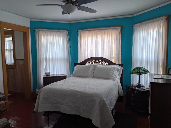Villa Rica Room: Private, Historic charm