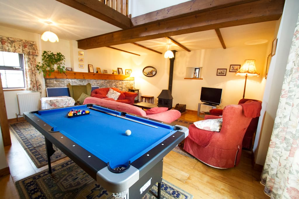 Lounge with pool/table tennis