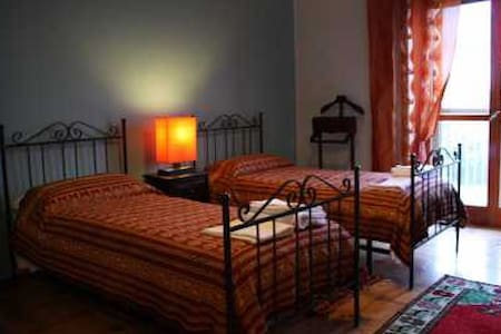 B&B Resta Cu Mme - Battipaglia - Bed & Breakfast