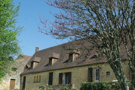 Chambre LA CAZELLE et Table d'Hôtes en Dordogne - Le Buisson-de-Cadouin