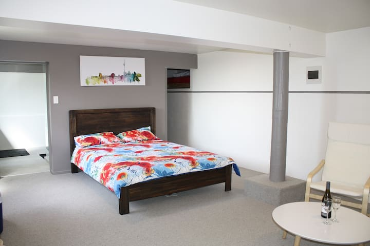 Auckland Bayview Private Studio Apartment