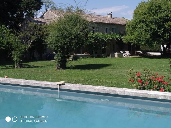mas typique  provençal; au calme, piscine, parc