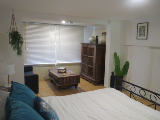 Private Studio near Beach, Theme parks, University - Labrador - Apartment