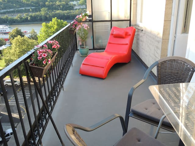 Comfortable apartment with spacious TERRACE
