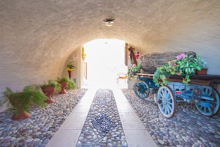 Trilocale a Prada in antico casale - Prada