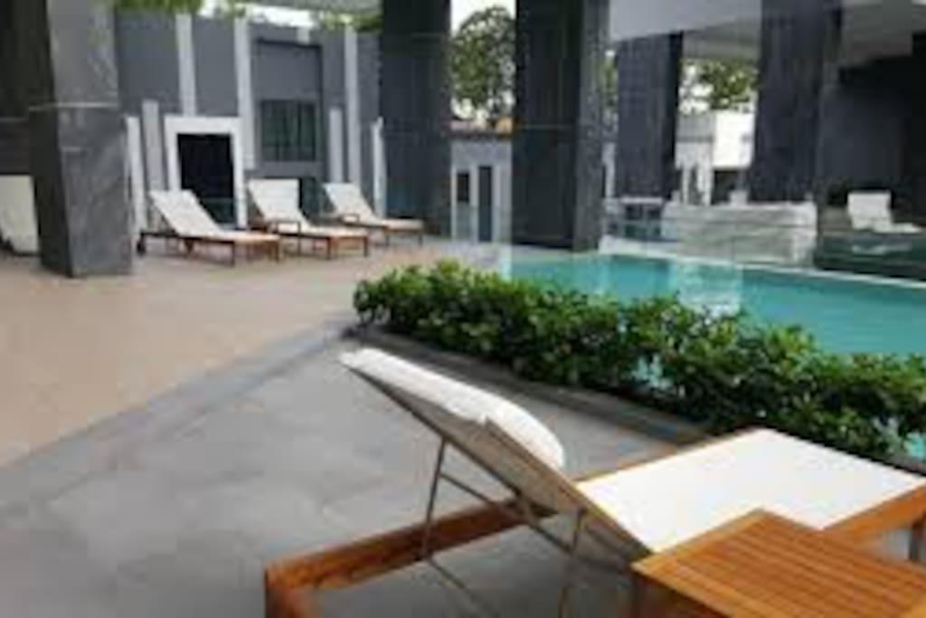 Swimming pool on 3rd floor