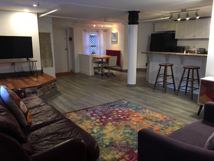"""The PW"" Executive Uptown Condo in Historic Bldg"