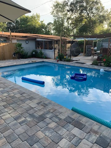 """Nancy's Private Oasis Bungalow with Pool/60"""" TV"""