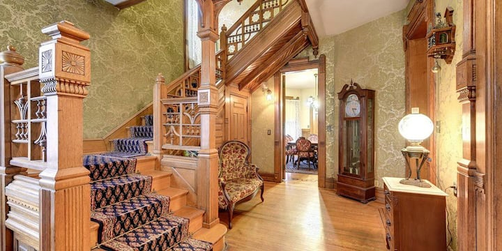 *LUXTEL* - MANSION IN DOWNTOWN MINNEAPOLIS