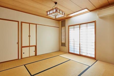 Large Private House Tatami Bedrooms - Tokyo, Japan - Ev