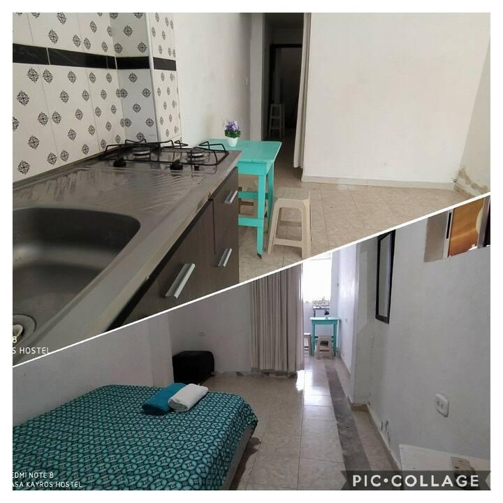 Habitación con entrada independiente y cocina.