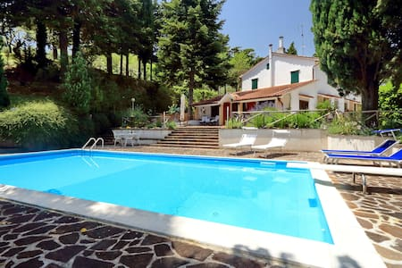 Villa indipendente con piscina.