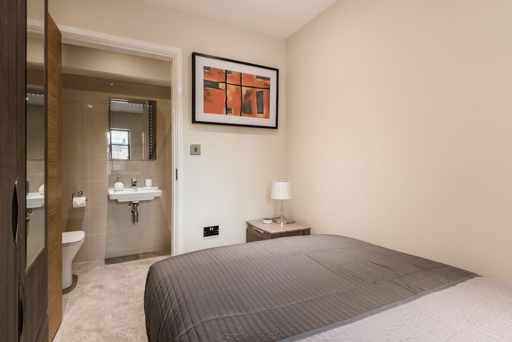 King Sized Bedroom with private ensuite bathroom