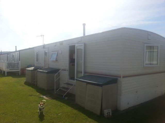 Comfortable Caravan in the heart of Sandbay. - Weston-super-Mare