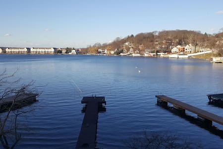Lake Front on Hopatcong with Dock - Roxbury Township - Daire