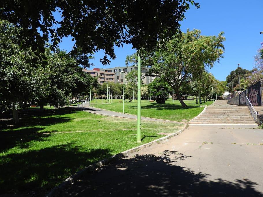 Zona verde próxima a la vivienda (Parque de Las Indias)