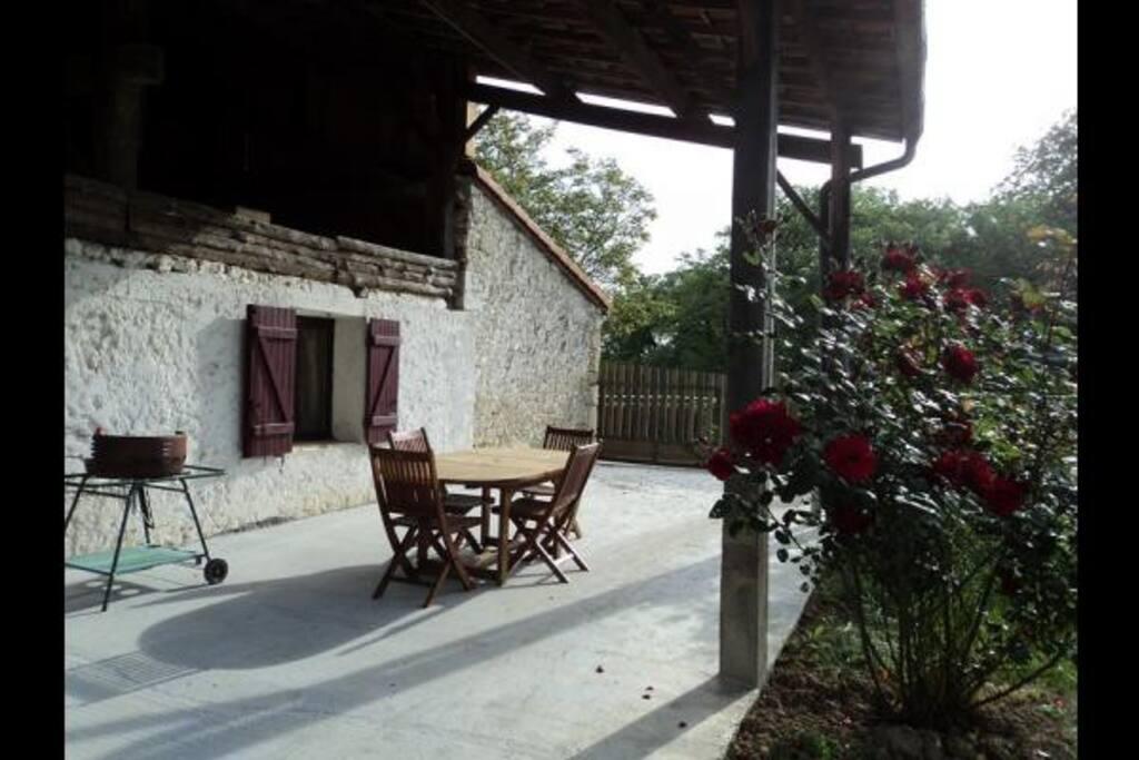 la terrasse extérieure couverte