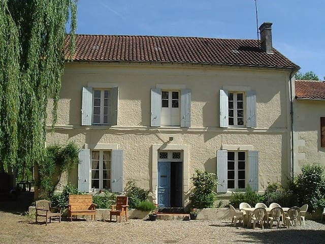 Spacious Family Home in Market Town - Chalais - House