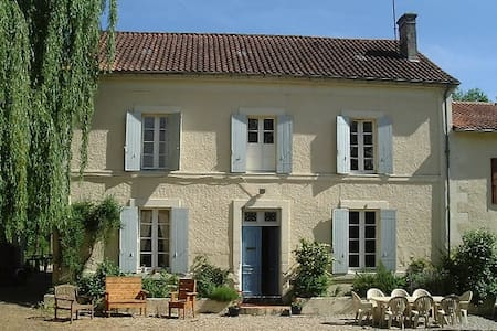 Spacious Family Home in Market Town - Chalais