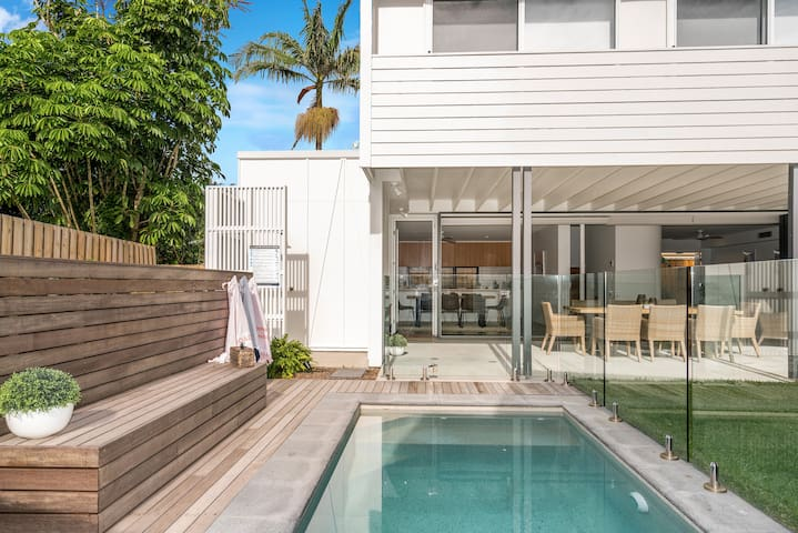 LOMANI 10 BYRON BAY - 4 BEDROOM HOME IN TOWN!