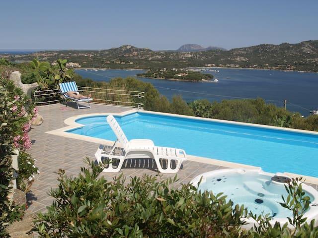 Suite Smeralda 3 Top vista mare con piscina