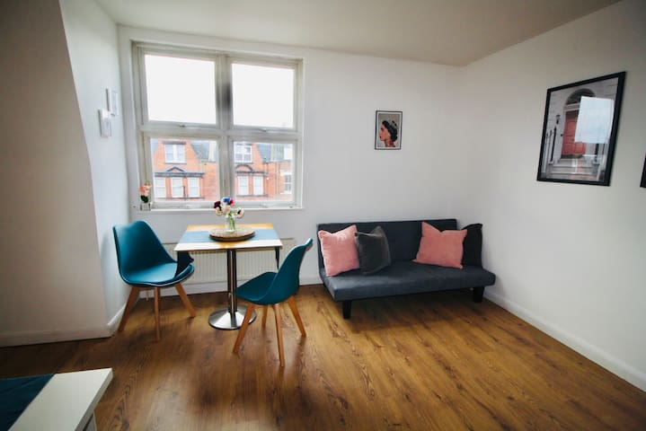 Lovely 1BD up to 4 people close to Hampstead Heath