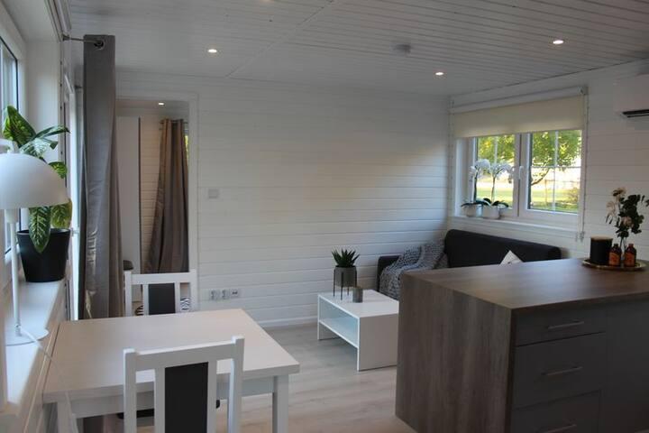 Nybyggt hus i trevligt område