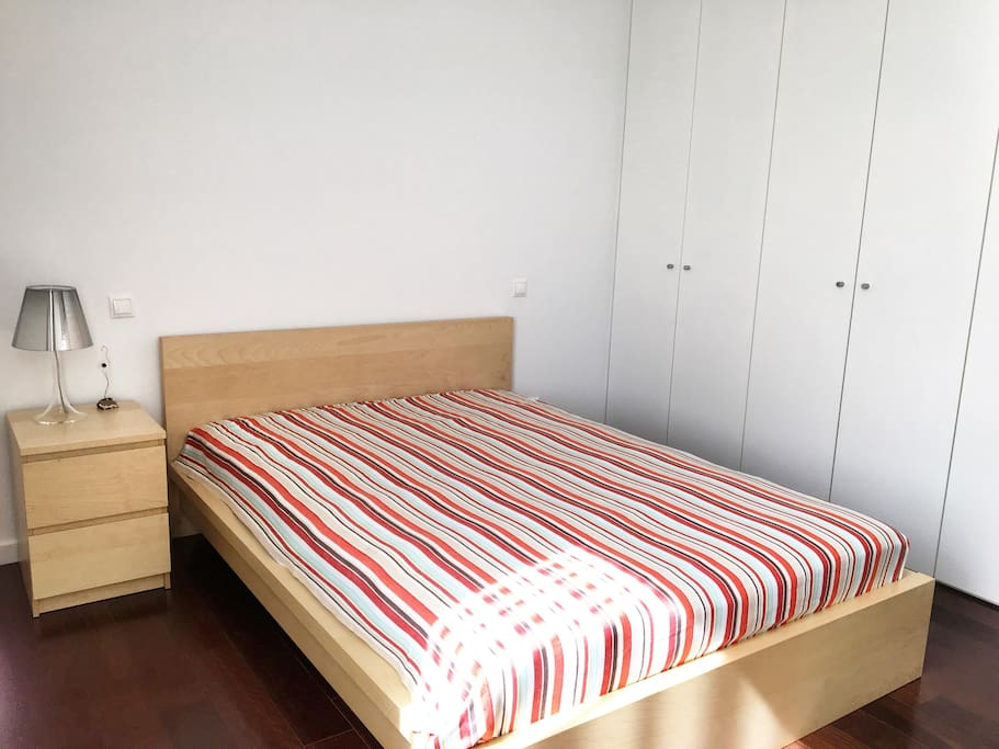 Comfortable double room with spacious closet