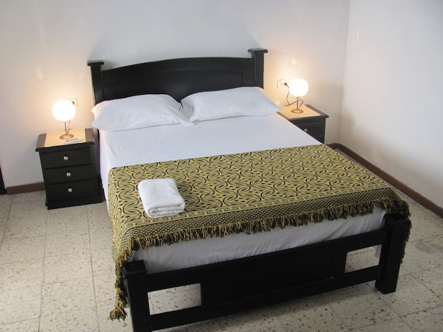 Old city, separate entry & private bathroom room. - Cartagena - Leilighet